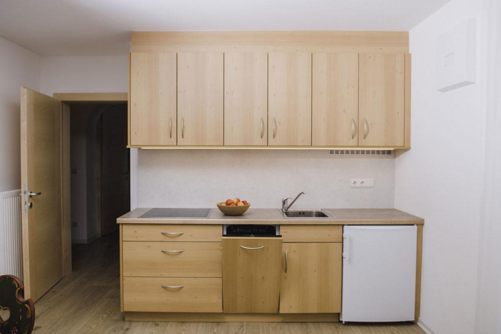 06-appartamento-1-burgmann-cucina-legno
