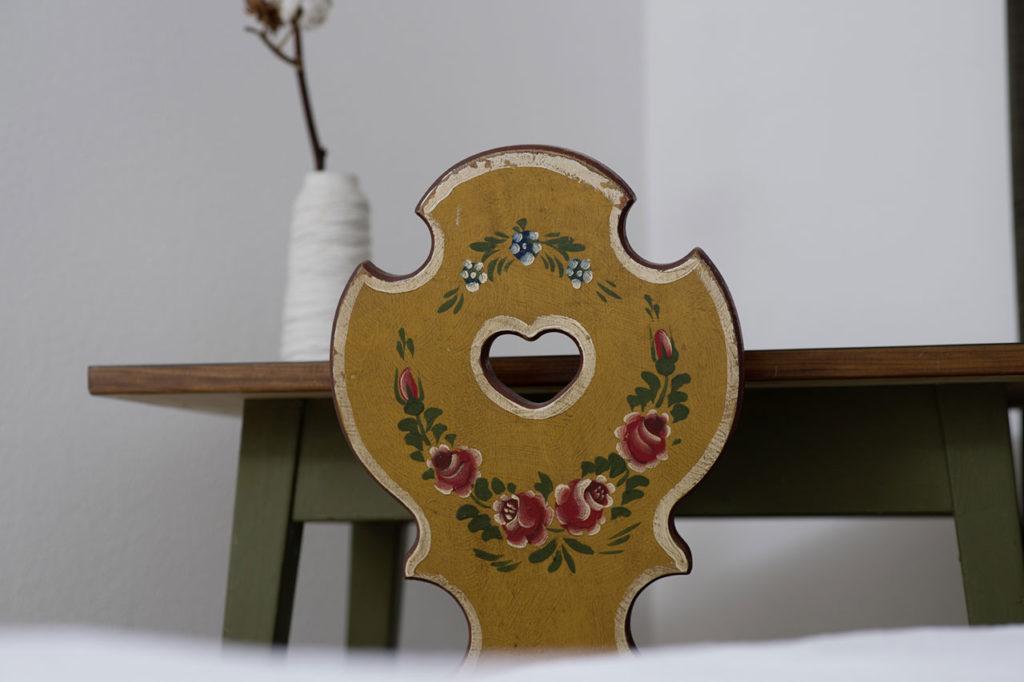 09-appartamento-1-burgmann-sedia-legno